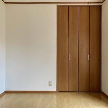 【洋室】いざ、収納を開けてみましょう※お部屋は通電前のものです