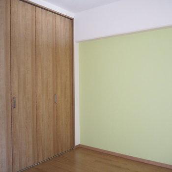 洋室②】こちらは約4.5帖の洋室です