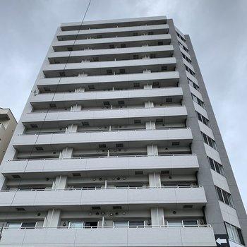 13階建ての立派な外観