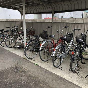 自転車置き場屋根付きです