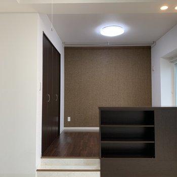 LDから洋室には、こちらの収納で間仕切りです。空間が広くとれます◎