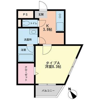 ダイニングテーブルやソファも置ける広さのお部屋です。