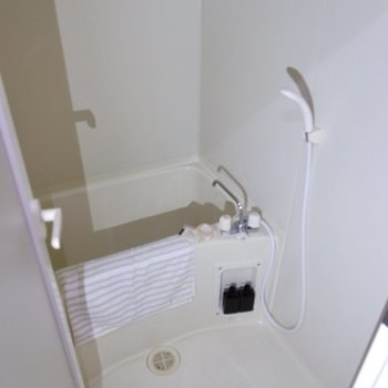 浴室も一人暮らしには十分なサイズ感です。