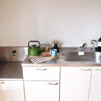シンクが大きめなのがいいですね。一人暮らしのお部屋でこのキッチンは魅力です。