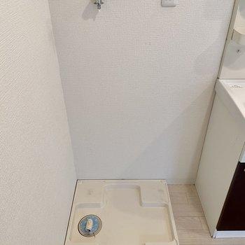 洗濯機置場はお風呂の入口に。