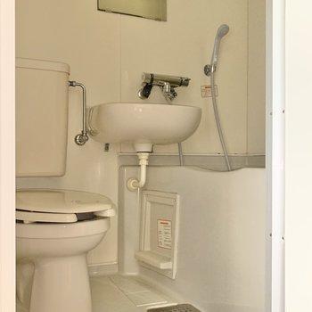 お掃除はまるっと洗いができますよ〜!(※写真は1階の反転間取り別部屋のものです)