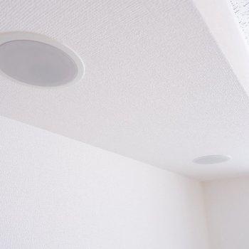 こちらのスピーカーはBluetoothに対応してます。※写真は2階の同間取り別部屋のものです