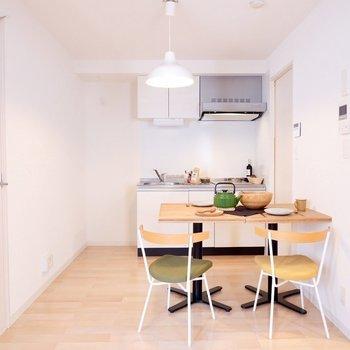 テーブルをおいてもしっかり導線を確保できていますね。※写真は2階の同間取り別部屋のものです