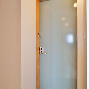 玄関狭め※写真は同タイプの別室。