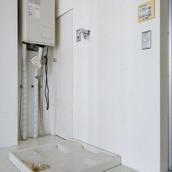 洗濯機のところから入り、