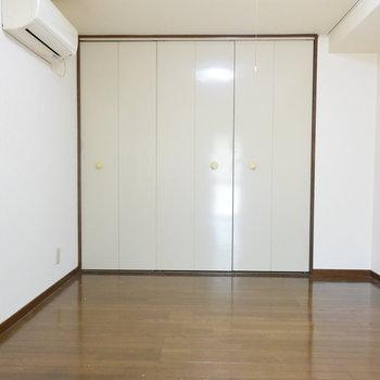 【2階】7.5帖の洋室です