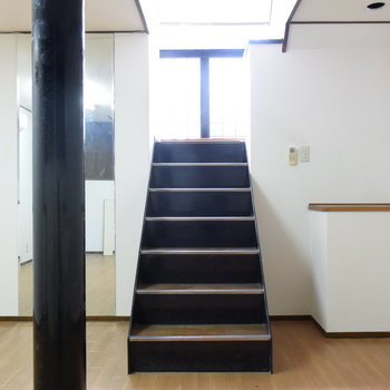 【1階】秘密の地下室のようなわくわくする空間!