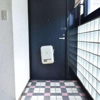 タイルがキュートな玄関