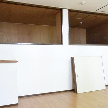【1階】とっても大きな収納が…! ※手前にある扉が外された状態です