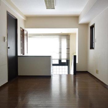 【2階】眩しい光がたくさん入ってきます