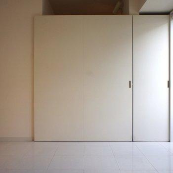 閉じます!あれ、隣にも扉?※写真は3階の同間取り別部屋のものです