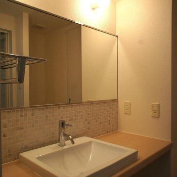 洗面台がお洒落って良いですよね。※写真は3階の同間取り別部屋のものです