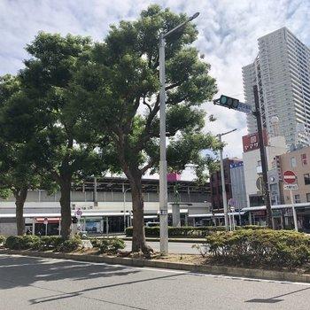 稲毛駅前はゆったりとしたロータリーが広がります。