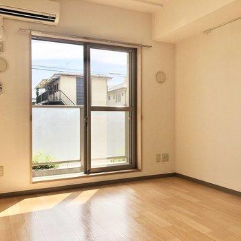 【DK】よく日が当たり、温もりのあるお部屋です。※写真は同階の同間取り別部屋のものです