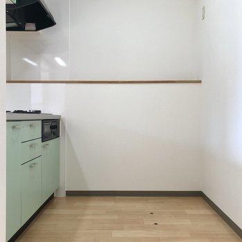 【DK】冷蔵庫などを置けるゆったり感。※写真は同階の同間取り別部屋のものです