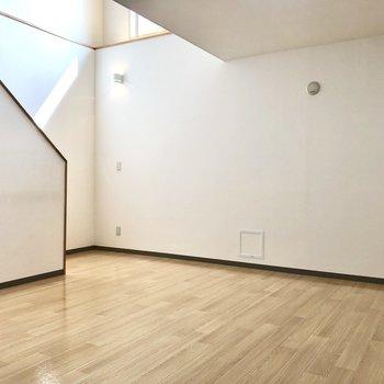【リビング】大型のソファやテレビを置いてみたいなぁ。※写真は同階の同間取り別部屋のものです