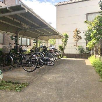 建物裏にまわると、駐輪スペースがありました。