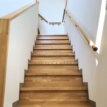 再び1階へ上がります。※写真は同階の同間取り別部屋のものです