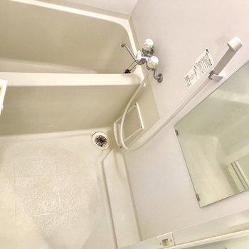 お風呂はちょうどいいサイズ。※写真は3階の同間取り別部屋のものです