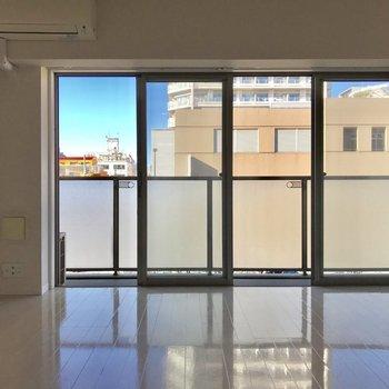 大きな窓が立派、、※写真は3階の同間取り別部屋のものです