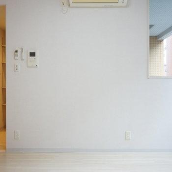 壁の向こう側がキッチンという面白い間取り(※写真は5階の同間取り別部屋のものです)