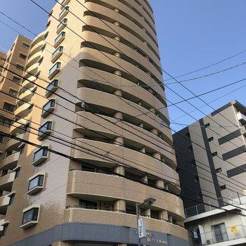 15階建ての大きなマンションです。