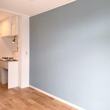 【完成イメージ】お部屋のいち面だけ、アクセントクロスを。さわやかなブルー