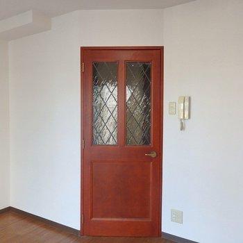ビンテージ感のある扉!