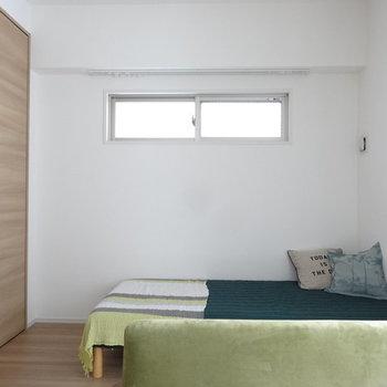 シングルベッドもしっかり収まりますね。(※写真は3階の同間取り別部屋のものです)