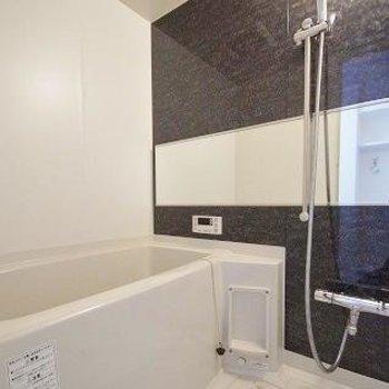 お風呂はもちろんピカピカ!追い焚き付きです。(※写真は3階の同間取り別部屋のものです)