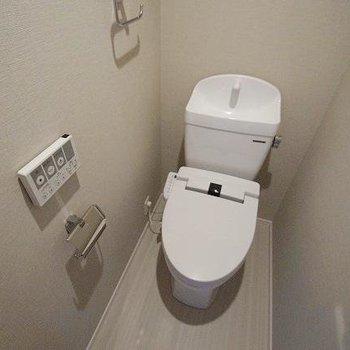 洗面台はナチュラルなタイプ。(※写真は3階の同間取り別部屋のものです)