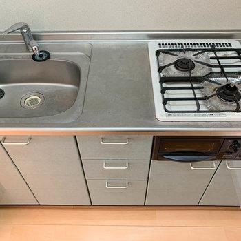 魚焼きグリル付き、実用性の高いキッチン※写真は2階の同間取り別部屋のものです