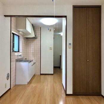 玄関はお部屋からあまり見えません。