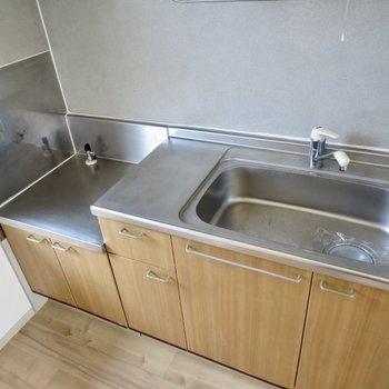 【DK】シンクに水切りカゴを置くと調理スペースが広がりますよ