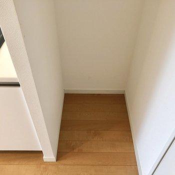 【LDK】隣が冷蔵庫置き場。