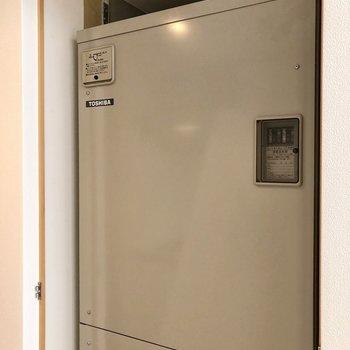 【LDK】キッチン向かいには漏電遮断器が隠されていました。