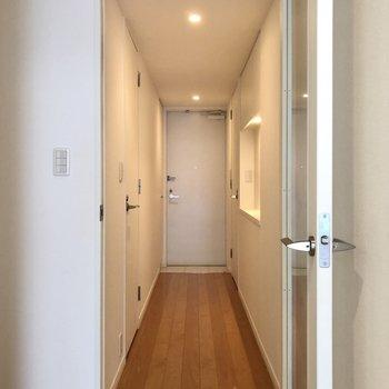 それでは、廊下へ出てみましょう。