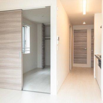 フレッシュな新築のお部屋です。※写真は2階の同間取り別部屋のものです
