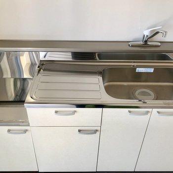 サーモ水栓で調理場もしっかり確保されています。