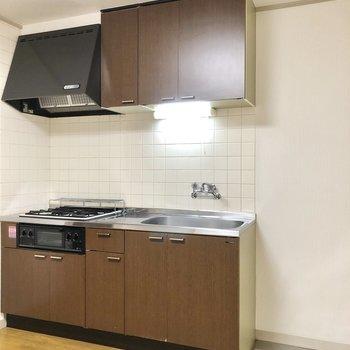 【DK】収納も充実した大きめのキッチン。隣に冷蔵庫を置くスペースもあります。