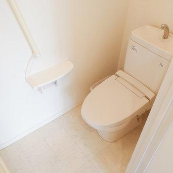 トイレは玄関横に独立しています。
