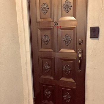 西洋館溢れる玄関。