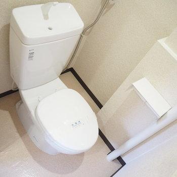 トイレにウォシュレットは付いていません