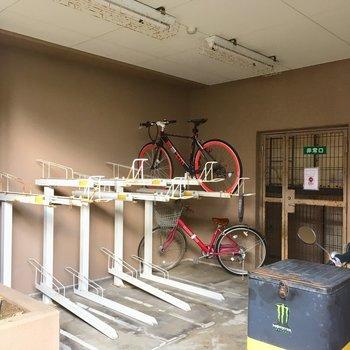 自転車置場は小さめのやつと・・・?
