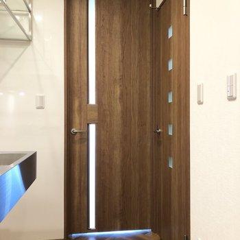 ドアのデザインもそれぞれ違うんです。
